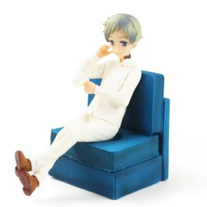 figurine Norman de The Promised Neverland avec canapé